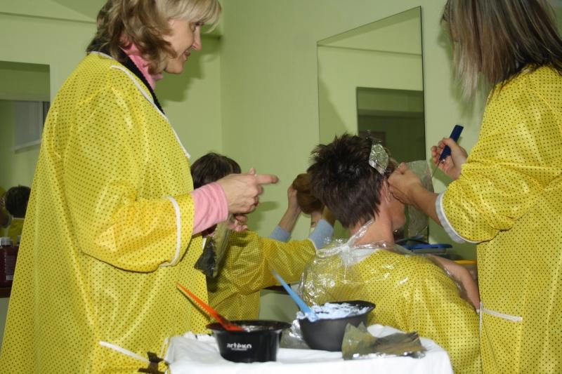 Zajęcia Praktyczne Na Kursie Fryzjer